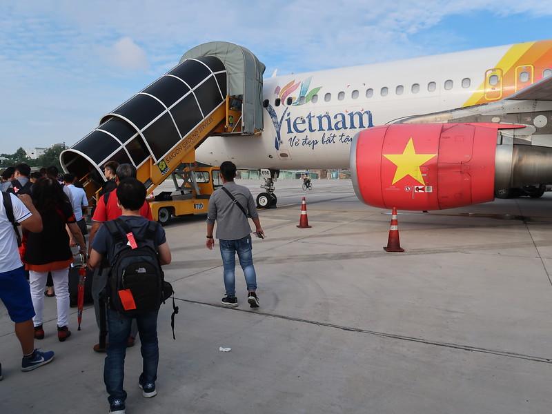 IMG_9890-boarding-sgn-khh.JPG