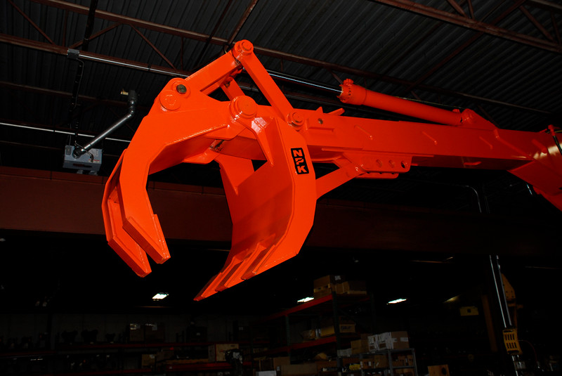 NPK B7500 pedestal boom system-material handling system with grapple for C&D recycling (5).JPG