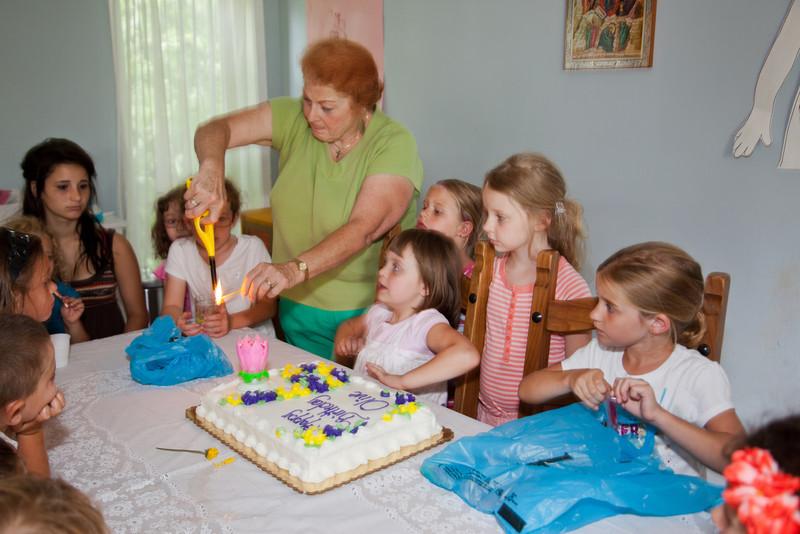 Olive 6 Birthday-8537.jpg