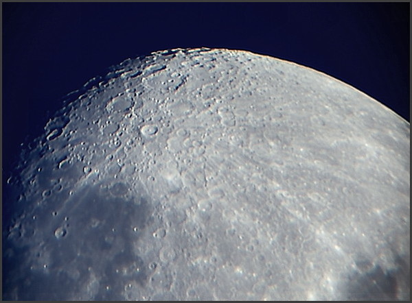 moon01082009_stacked1.jpg