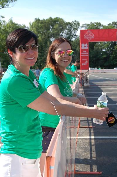 Sun-Wellesley-Volunteer-Cheering-CK0101.jpg.jpg