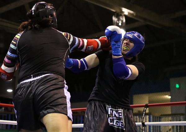 Trilanda NoRunner (red) vs. Amanda Rogers (blue)