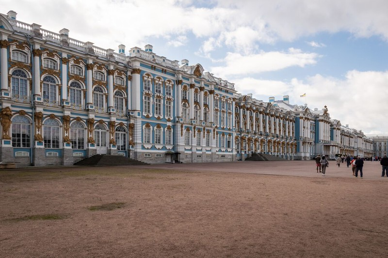 The blue, white and gold facade of Catherine Palace.