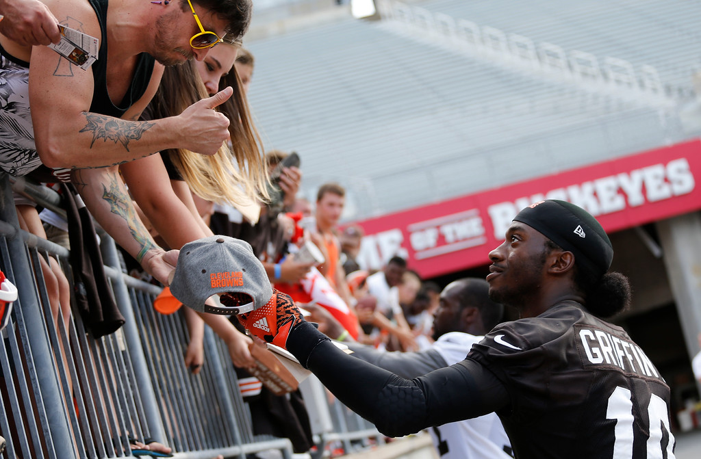 . Cleveland Browns quarterback Robert Griffin III signs autographs after their orange and brown scrimmage at the NFL football team\'s training camp Saturday, Aug. 6, 2016, in Columbus, Ohio. (AP Photo/Jay LaPrete)