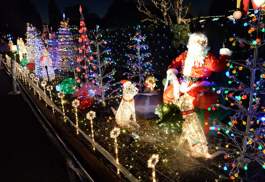 . Holiday lights on display on the 8200-block of La Bajada Ave. in Whittier on Friday December 20, 2013.  (Staff Photo by Keith Durflinger/Whittier Daily News)