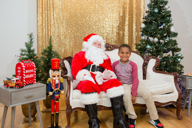 FADS Picture with Santa-358.jpg
