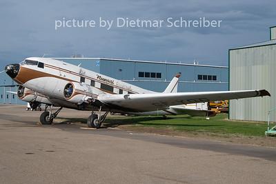 CF-YQG Douglas DC3