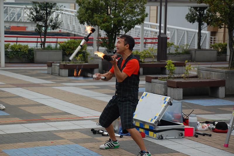 Street performer in Tempozan Harbor Village