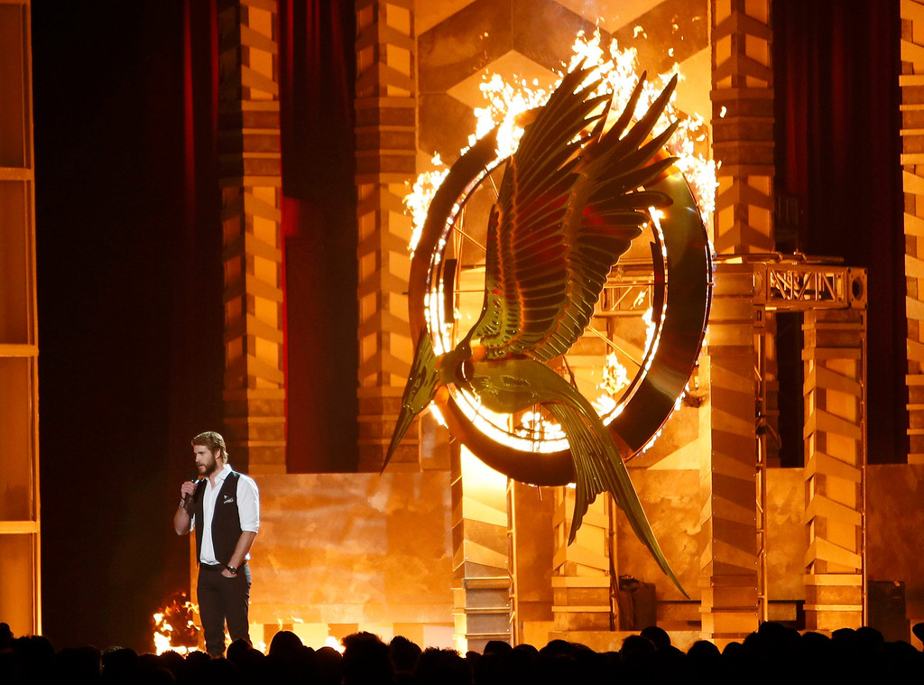 """. Actor Liam Hemsworth introduces a clip from \""""The Hunger Games: Catching Fire\"""" at the 2013 MTV Movie Awards in Culver City, California April 14, 2013.  REUTERS/Danny Moloshok"""