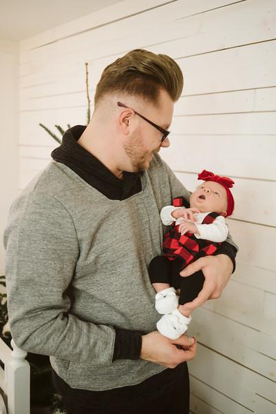 Schmidt Christmas Mini Session 2018-34.jpg