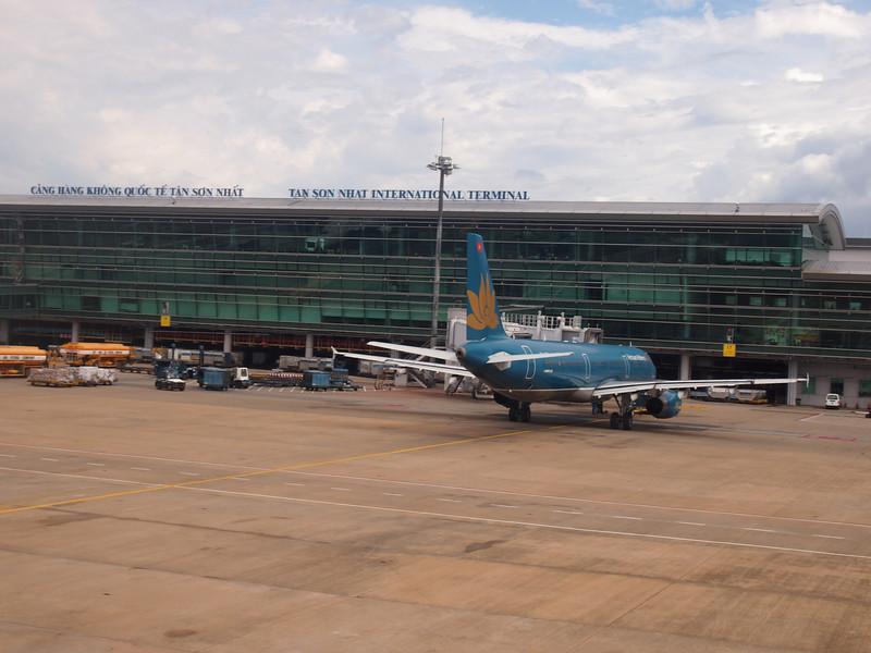 P8290879-tan-son-nhat-international-airport.JPG