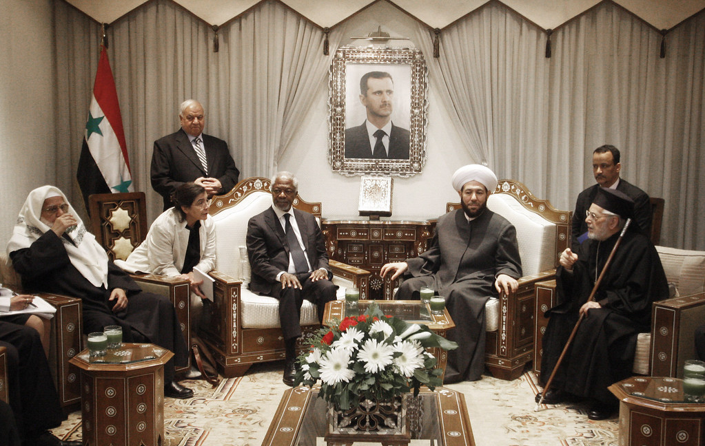 . United Nations special envoy to Syria Kofi Annan, third left, meets with Ahmad Badr Al Din Hassoun, Syria\'s Grand Mufti, second right, in Damascus, Syria, Sunday, March 11, 2012. United Nations envoy Kofi Annan will hold a second meeting with the country\'s President Bashar Assad on Sunday to discuss proposals for stopping violence and starting a political dialogue, a U.N. official in Damascus said. (AP Photo/Muzaffar Salman)