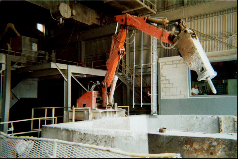 NPK B600 pedestal boom system with hydraulic hammer-secondary rock breaking indoors.JPG