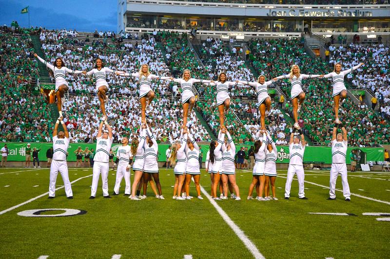 cheerleaders2666.jpg