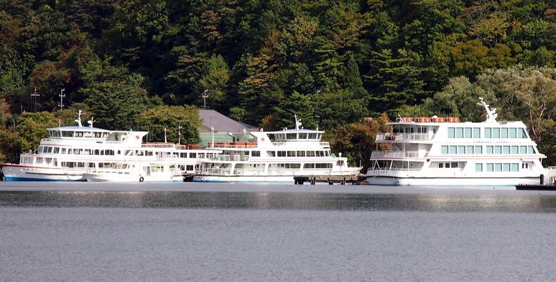 P9297748-lake-boats.JPG