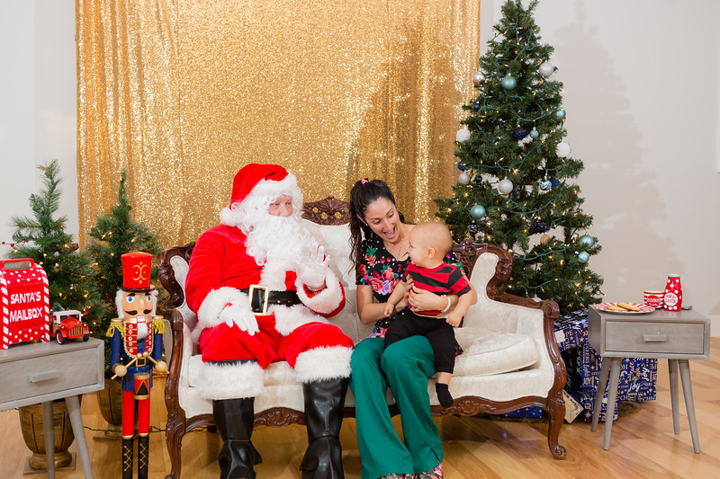 FADS Picture with Santa-245.jpg