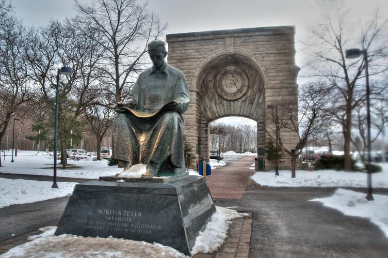 Niko Tesla monument