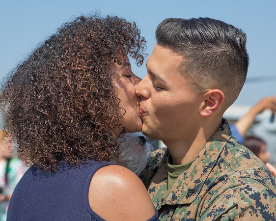 13th MEU reunited Husband and Wife