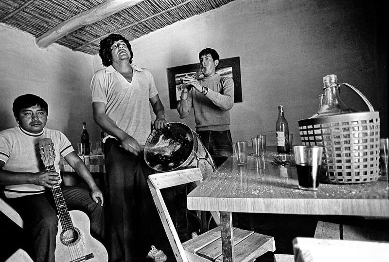 Vino y folclore
