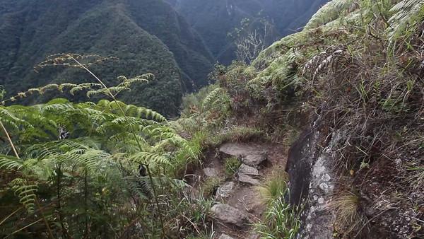 Putucusi Hike