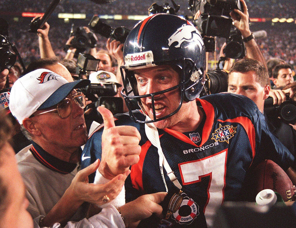 . Quarterback John Elway #7 of the Denver Broncos gives the thumbs up after the Broncos defeated the Green Bay Packers 31-24 to win Super Bowl XXXII on January 25, 1998 at Qualcomm Stadium in San Diego, California. DOUG COLLIER/AFP/Getty Images