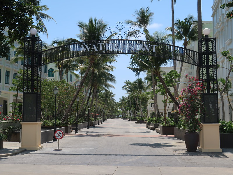 IMG_9036-waterfront-entrance.JPG