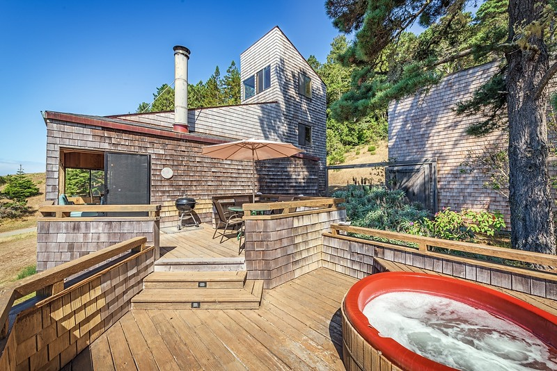 Hot Tub and Back Deck
