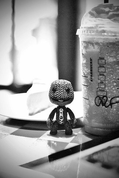 Sackboy in Starbucks