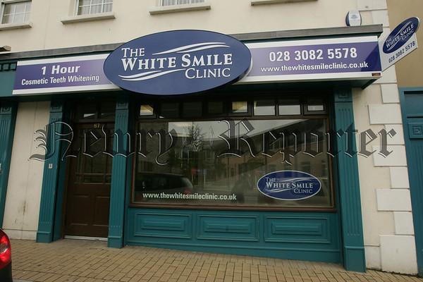 07W34N1 (C) White Smile Clinic.jpg