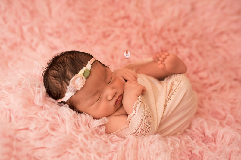 newborn-photographer-6916Camilla.jpg
