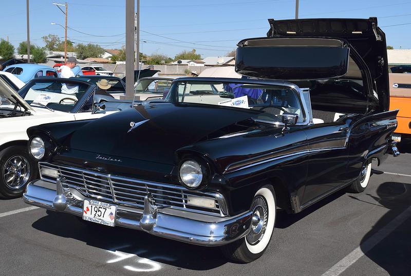 Ford 1957 Skyliner ft lf.JPG