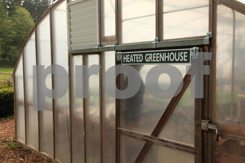 Heated greenhouse 4982.jpg