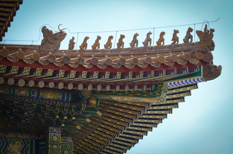 The number of mythical creatures on the roof lines indicated the importance of the occupants.