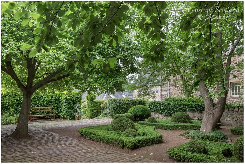 Dunbar's Close Garden, Canongate (3)