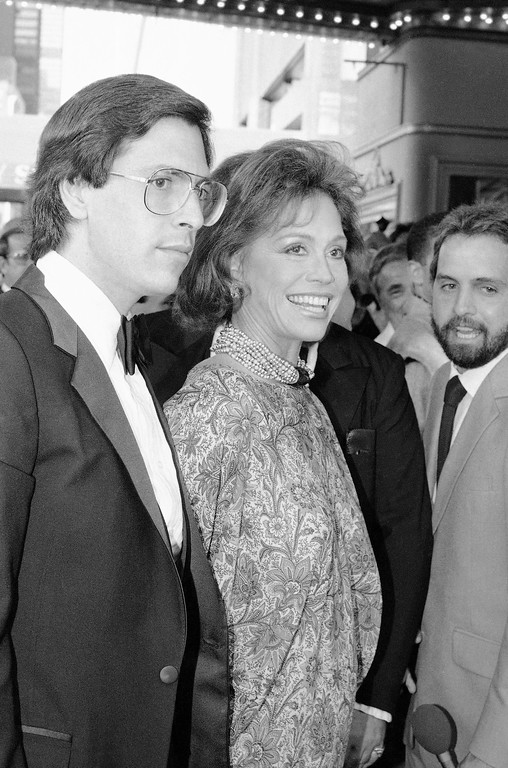 . Mary Tyler Moore and friend Dr. Robert Levine arrive at the Palace Theater in New York, Sunday, August 21, 1983 for the Broadway debut of �Le Cage Aux Folles.� (AP Photo/Rene Perez)