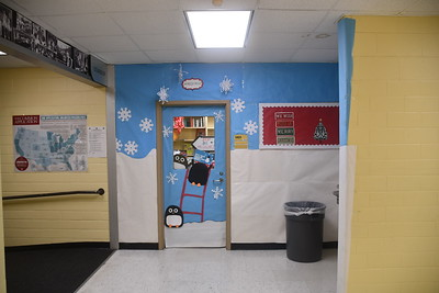 2018 Christmas Hallway & Door Decorations