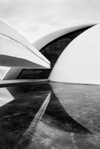 NIEMEYER_FOUNDATION_WATER_REFLECTION__NITEROI_RIO.jpg