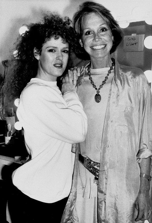 ". Mary Tyler Moore pays backstage visit to Bernadette Peters after her performance in the Broadway show ""Song & Dance\"" at the St. Royal Theatre on 45th Street in New York, May 9, 1986. (AP Photo/Frankie Ziths)"