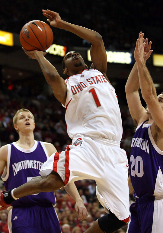 . Ohio State\'s Mike Conley Jr (1) drives to the basket as Northwestern\'s Craig Moore (20) defends during the first half a college basketball game Wednesday, Jan 17, 2007, in Columbus, Ohio. Northwestern\'s Jeff Ryan, rear left looks on. (AP Photo/Terry Gilliam)