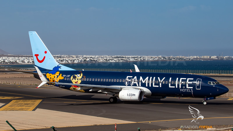 TUI Airlines Belgium_B738_OO-JAF_Family Life Hotels cs_ACE_20160727_Ground_sun_3309_AM.jpg