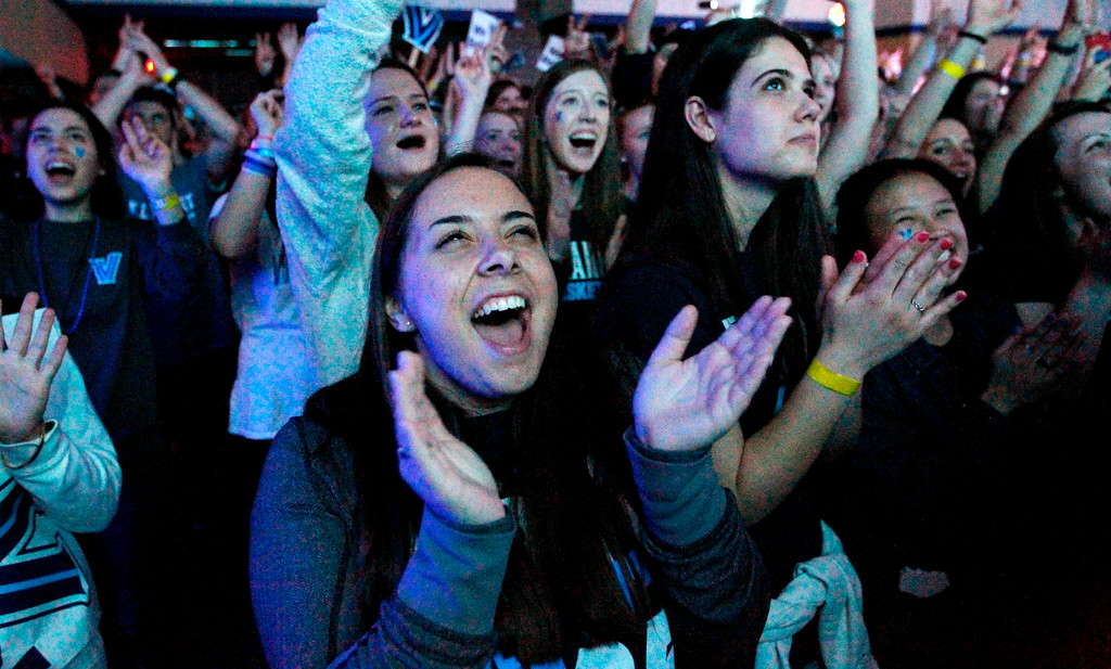 . Villanova fans cheer ahead of the broadcast of the national NCAA college basketball championship between Villanova and Michigan, Monday, April 2, 2018, in Villanova, Pa. (AP Photo/Laurence Kesterson)
