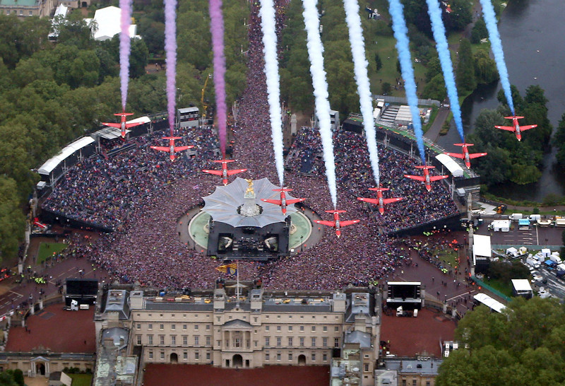 . The Royal Air Force Aerobatic Team fly in formation over Buckingham Palace as The Royal family stand on the balcony on June 5, 2012 in London, England. For only the second time in its history the UK celebrates the Diamond Jubilee of a monarch. Her Majesty Queen Elizabeth II celebrates the 60th anniversary of her ascension to the throne. Thousands of wellwishers from around the world have flocked to London to witness the spectacle of the weekend\'s celebrations.  (Photo by Peter Macdiarmid - WPA Pool /Getty Images)