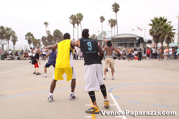 09.12.09  Laker's Ron Artest and Venice Ball's Jon Nash face off at the Venice Beach Basketball Courts.