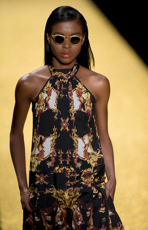 . A model wears a creation from the Alessa collection during Fashion Week in Rio de Janeiro, Brazil, Tuesday, April 8, 2014. (AP Photo/Silvia Izquierdo)