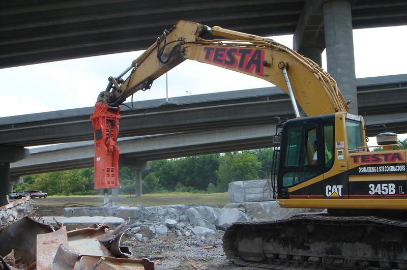 NPK GH30 hydraulic hammer on Testa excavator (6).JPG