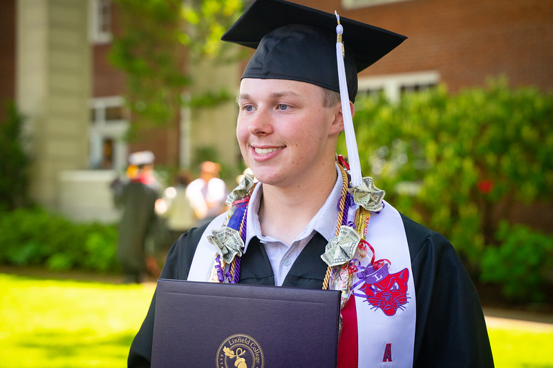 1905_26_graduation_pickhardt-05536.jpg
