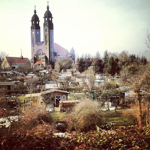 Kleingartenkolonie in the shadow of a church, a little garden colony before the Easter snow. #Germany
