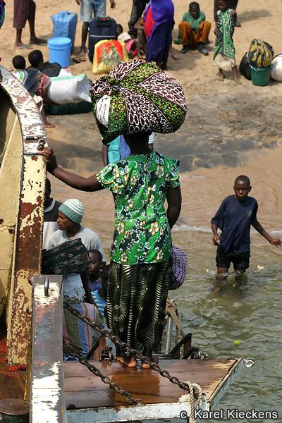 T.02_39.Aanleg in Mbamba Bay.jpg