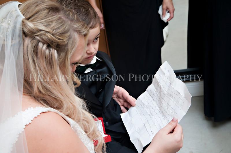 Hillary_Ferguson_Photography_Melinda+Derek_Getting_Ready237.jpg