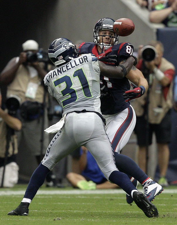. HOUSTON, TX - SEPTEMBER 29:  Kam Chancellor #31 of the Seattle Seahawks breaks up a pass inntended for Owen Daniels #81 of the Houston Texans that resulted in an interception for the Seattle Seahawks at Reliant Stadium on September 29, 2013 in Houston, Texas.  (Photo by Bob Levey/Getty Images)